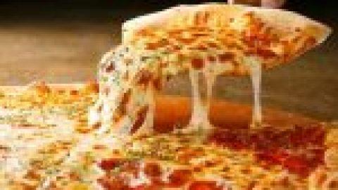 Tem a certeza que sabe comer pizza? Há 8 erros que praticamente toda a gente comete